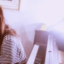 Clairo、キャロル・キングの名曲「You've Got A Friend」のピアノ弾き語りカバーを公開!