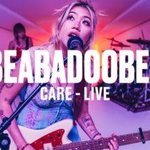 Beabadoobee、UKの新人登竜門 Vevo DSCVR に出演したライブ映像公開!