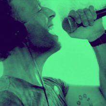 Coldplay、バーチャルコンサートに出演した「A Sky Full Of Stars」のライブ映像を公開!