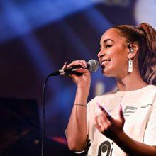 ロンドンのソウル・シンガー Jorja Smith、BBC の Live Lounge に出演したライブ映像公開!