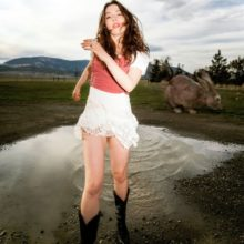LAのシンガーソングライター Alaska Reid、新作EP『Big Bunny』を 12/11 リリース!