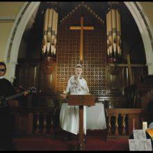 オージーパンクの3ピース The Chats、ニューシングル「ACϟDC CD」のMV公開!