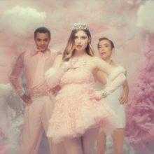南アフリカのアーティスト Baby Queen、クリスマスの名曲「Santa Baby」をリリース!