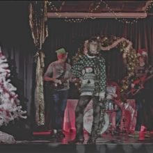UKのロック・バンド Buzzard Buzzard Buzzard、新曲「Christmas Is Coming」をリリース!