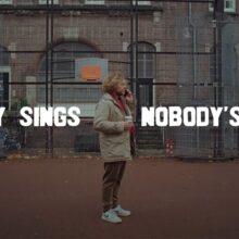 オランダのポップ・マエストロ Benny Sings、ニューシングル「Nobody's Fault」をリリース!