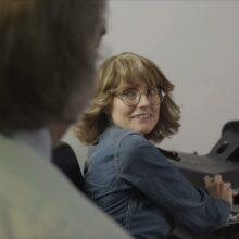 J Mascis & Sharon Van Etten、ジョン・デンバーの「Prisoners」をカバーしたMV公開!