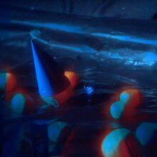 LAのエレクトロ・ロック・トリオ Smallpools、6年ぶりの2ndアルバム『LIFE IN A SIMULATION』を 10/15 リリース!