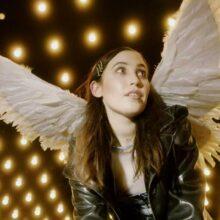 オーストラリアのアーティスト Hatchie、2年ぶりの新曲「This Enchanted」をリリース!