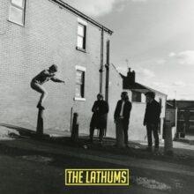 UKマンチェスターのインディーロック・バンド The Lathums、デビューアルバム『How Beautiful Life Can Be』をリリース!